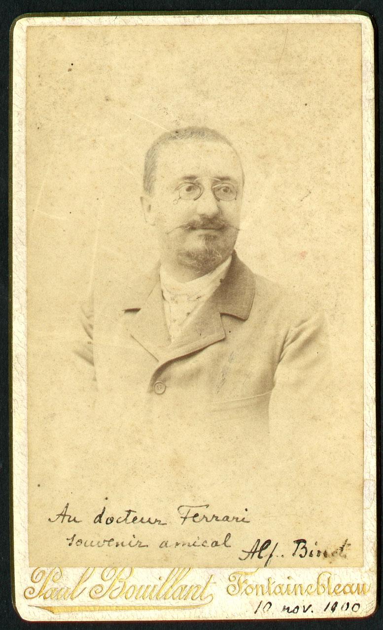 Foto con dedica di Alfred Binet a Giulio Cesare Ferrari, 10 novembre 1910
