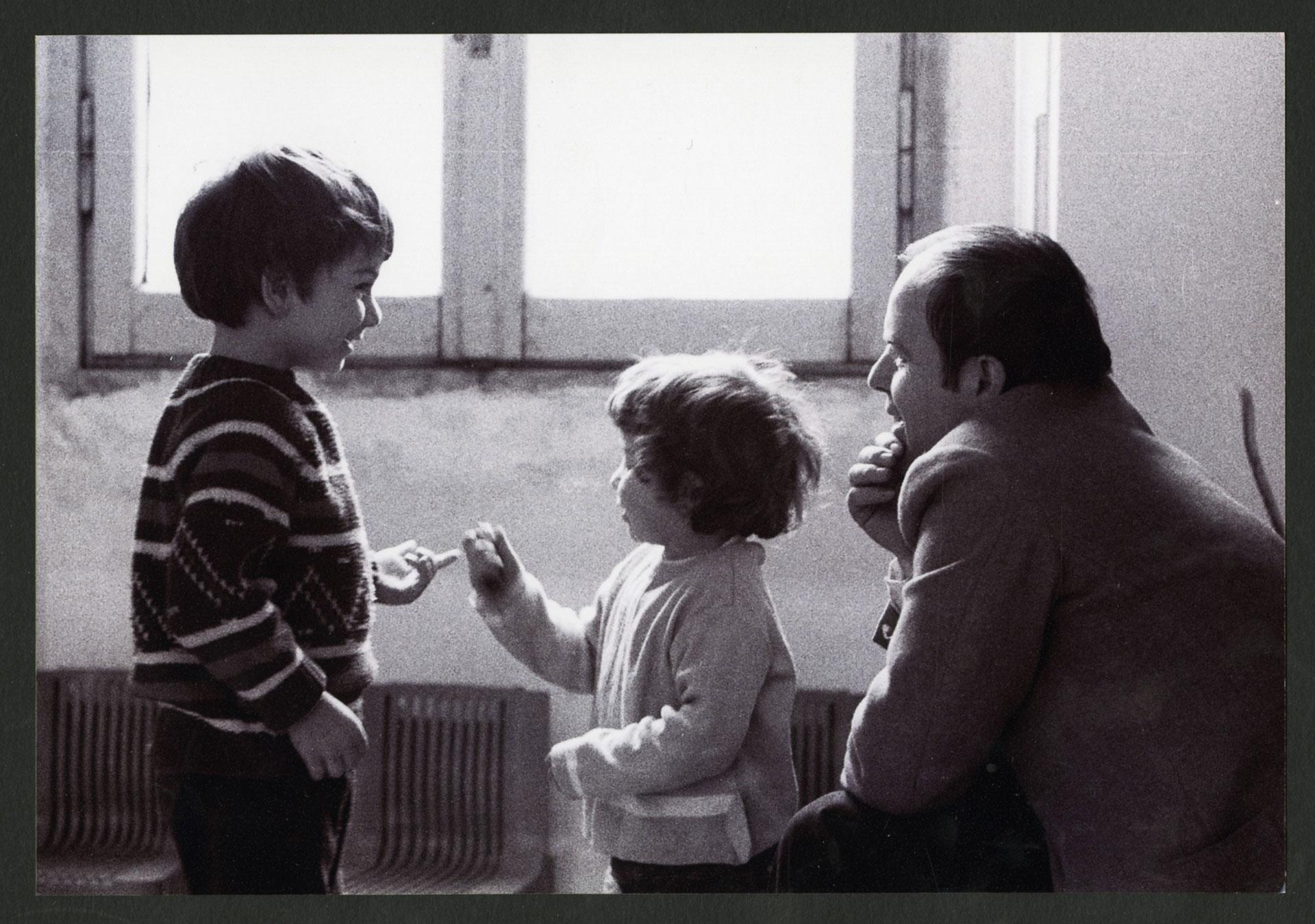 Elvio Fachinelli e i bambini dell'asilo di Porta Ticinese