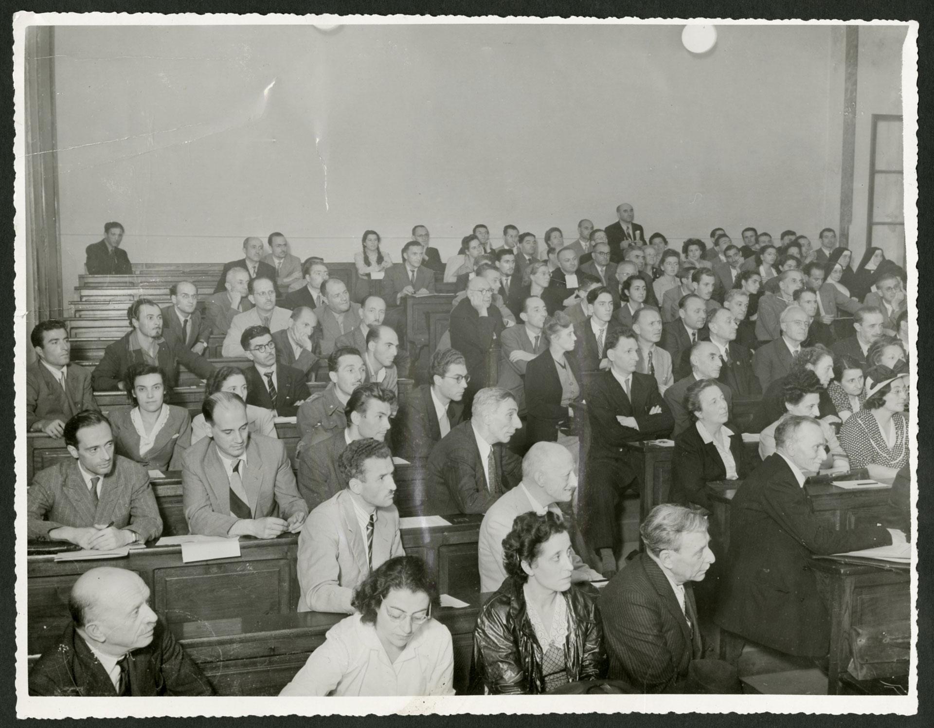 Fotografia dei partecipanti al I Congresso di orientamento professionale, svoltosi a Torino nel settembre 1948