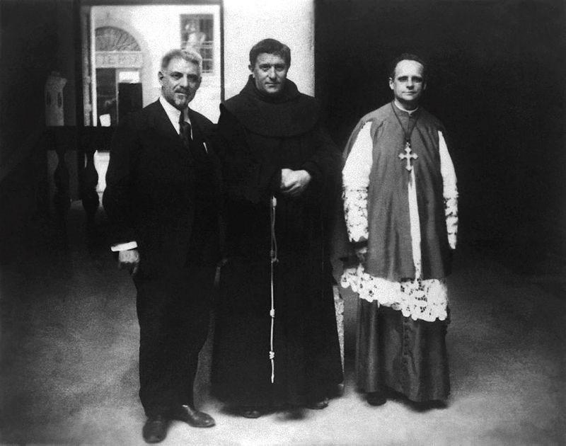 Monsignor Francesco Olgiati, padre Agostino Gemelli e Ludovico Necchi
